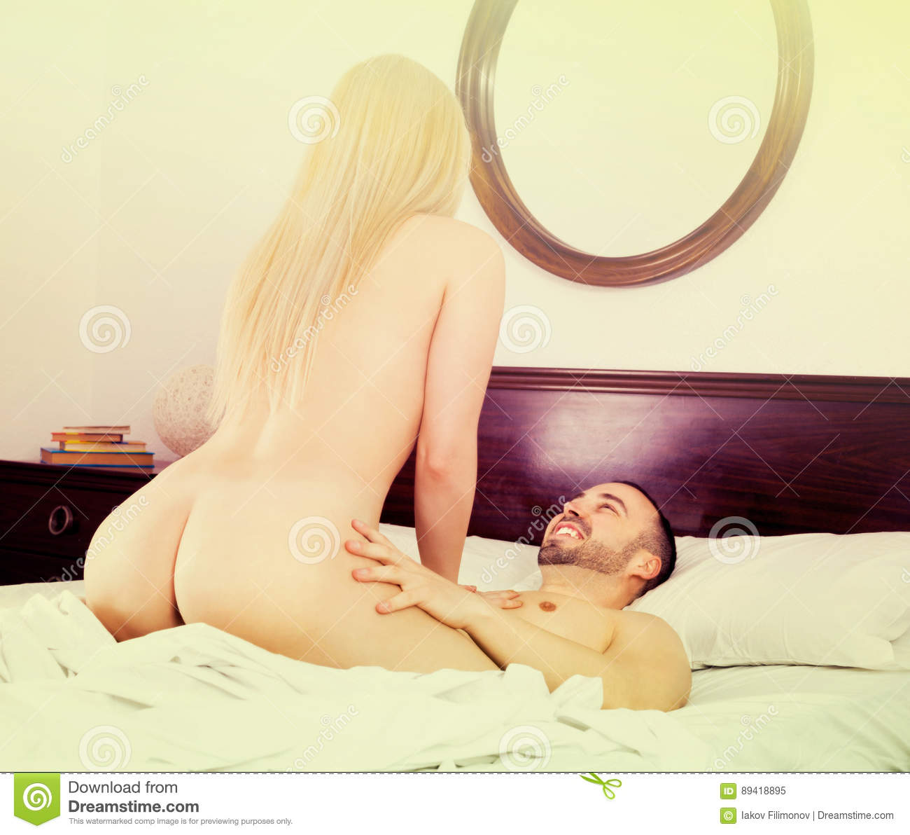 Hot images of nude couple having sex