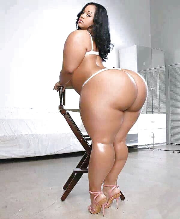 Thick naked girls with big booty